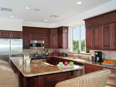 Fully-equipped gourmet kitchen and breakfast bar