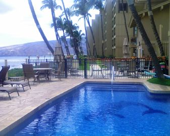 Kihei townhome rental - Our Ocean front pool for those that want to swim