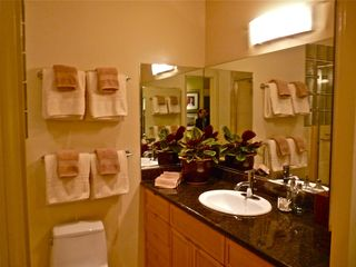 Sunlit bathroom - San Francisco apartment vacation rental photo