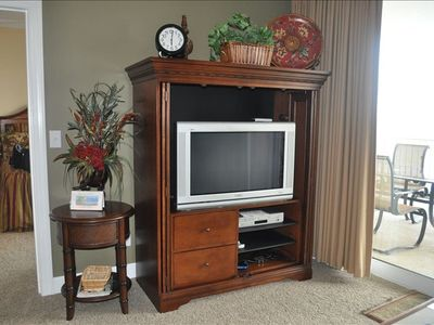 Flat Screen HDTV/DVD, cable and wireless internet