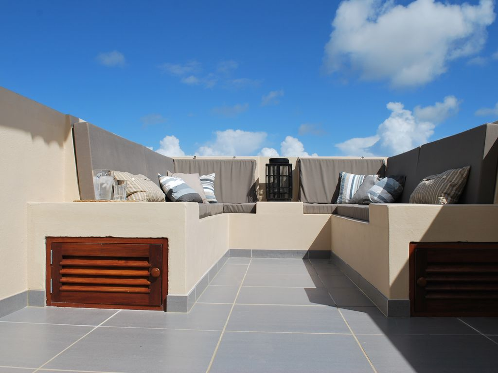 Luxury penthouse (240m2) sea view, 2...   homeaway hato