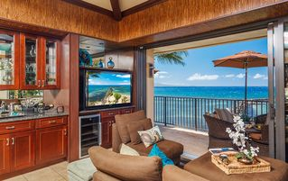 Maalaea condo photo - Wine bar and 60 inch TV