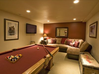 "Pool Table, Arcade Machine, Mini-Kitchen, 42"" HDTV-DVD, Queen Bedroom"