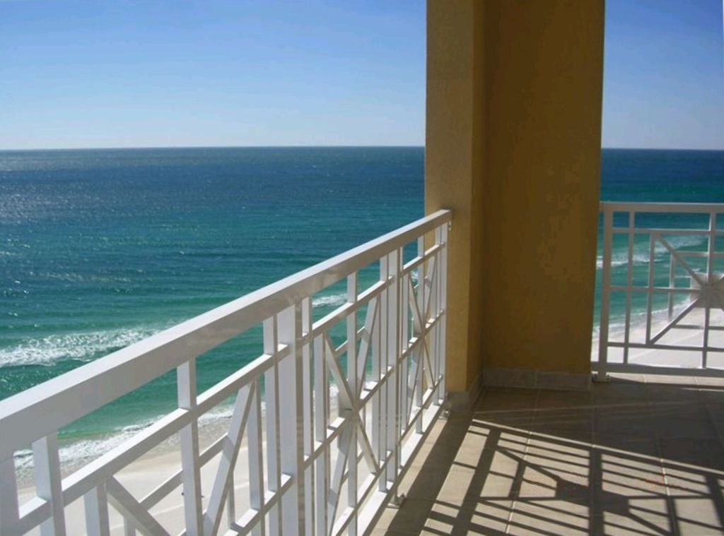 Large Balcony, Beautiful Ocean Views!