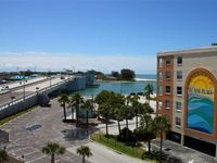 Large Nicely Furnished Unit in Beach Side Complex, Watch the Boats & Dolphins in John's Pass