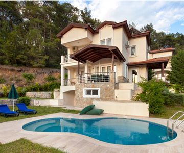 Villa Icarus - 5 Bedroom villa with private and garden and 9 sleeps