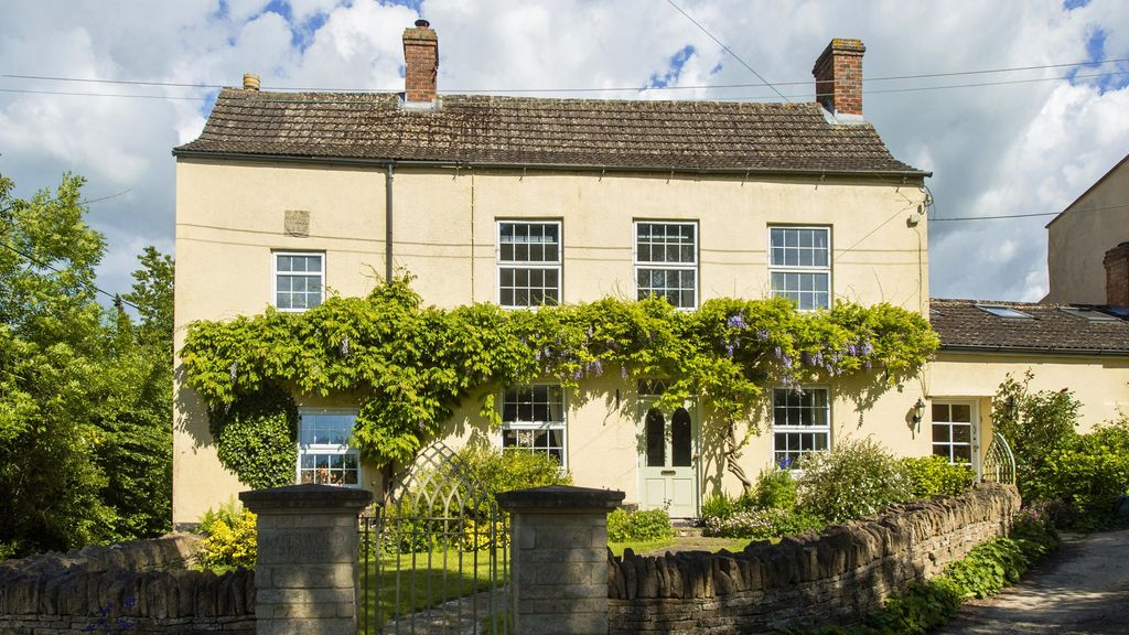 Cotswold House - Luxury 6 bedroom period property in idyllic Cotswold valley