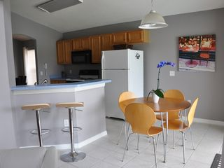 Lake Berkley villa photo - Fully equipped eat-in kitchen