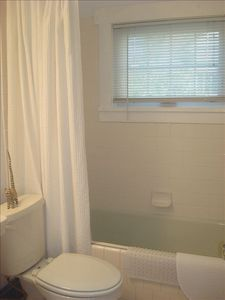 RECENT CANCELLATION-AUGUST AND SEP. DATES AVAILABLE!  Beautiful upper floor apt.