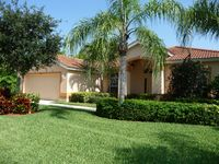 Luxurious & spacious villa, sunny pool, lovely lake view, south Fort Myers