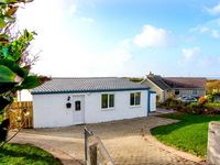 HARBOUR LIGHTS, pet friendly, with hot tub in Church Bay, Ref 916899