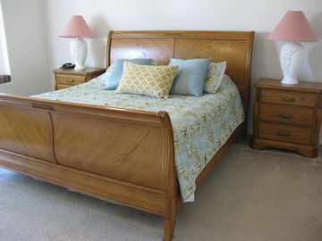 St. James Park house rental - King sleigh Bed - Tommy Bahamas Bedding! TV