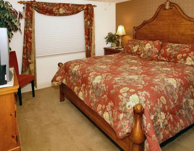 Guest bedroom. King size bed.