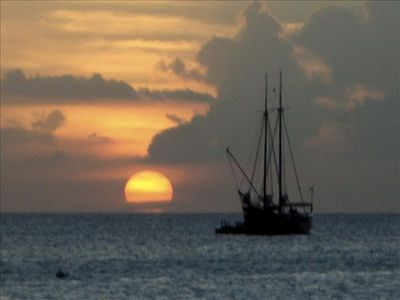 Aruba hotel rental - A beautiful sunset everyt night in Aruba