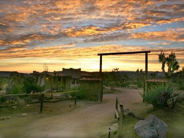 Pioneertown house rental - Outside View Rancho Mojave/Sunrise