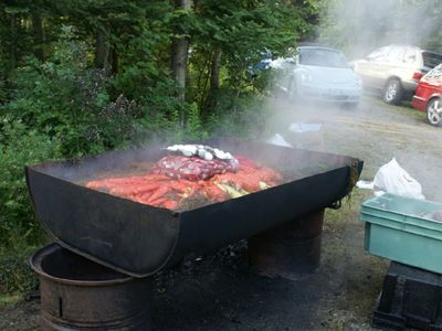 "New Harbor cottage rental - An old fashion Maine lobster bake with all the ""fixings"""