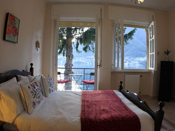 Como villa rental - Master bedroom w/spectacular views