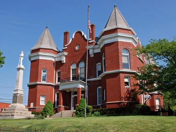 Historic Old Courthouse in Independence contains museum. Many amenities in town.