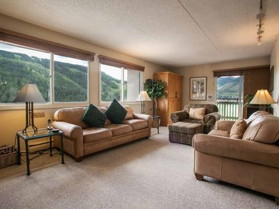 Evergreen Lodge 7th FL Condo, Central to Vail & Lionshead, Year Round Heated Pool & Indoor Hot Tub!