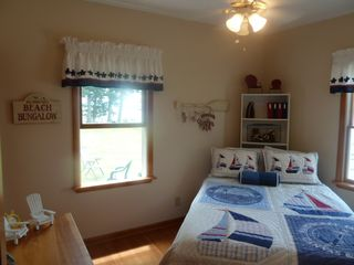 Oneida Lake cottage photo - Queen sized bed, gorgeous views of the water!