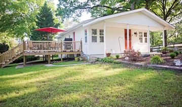 Hot Springs cottage rental - Front yard view with LARGE DECK