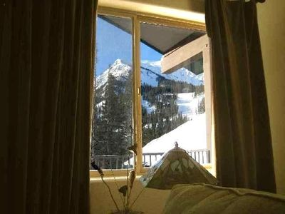 Wake up to this view! The slopes are right out the window.