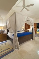 Punta Mita villa photo - Love this bed!!