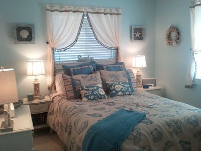 Brand New Master Bedroom. Queen Bed with all new luxury bedding...Beachy!