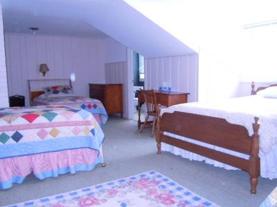 Sea Guls Nest Bedroom (4). This bedroom contains two singles & one queen bed.