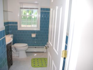 Narragansett Pier house photo - Bathroom with shower/tub