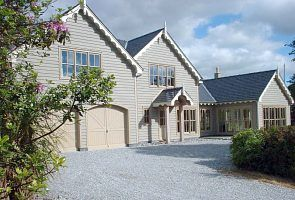 Stunning luxury post & beam home in a Sylvian setting close to Oysterbed Harbour