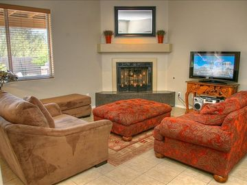 Great Room w 42' Plasma TV & Fireplace