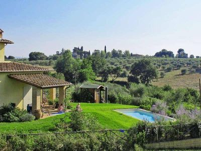 House / Villa with garden and pool in the heart of the Sienese countryside