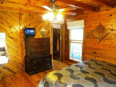 Mountain Lodge Realty Moonshine Ridge Master King Suite with TV