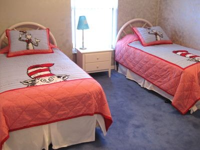 Doral Woods house rental - Kids twin room - Cat in the hat