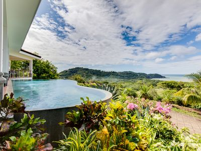 Casa Irie - private infinity pool and lush gardens overlooking the Pacific.