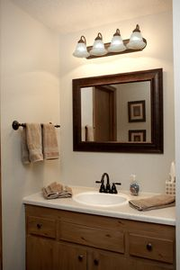 Brian Head condo rental - Second bath with full shower.
