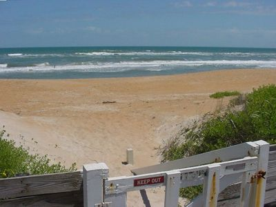 Private walkway to the beach, picnic table at the top of steps