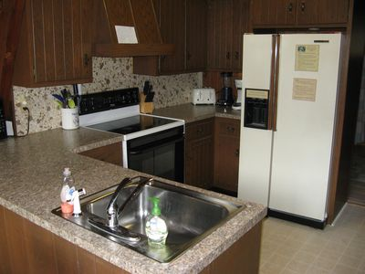 2nd floor kitchen: full fridge freezer, stove/oven, dishwasher, toaster, coffee