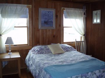 Middle bedroom Side A