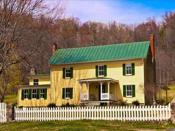 Etlan / Old Rag Mountain farmhouse rental - Spacious five bedroom traditional style farm house, modern but full of old charm