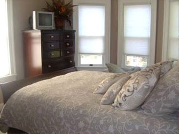 Guest room with queen bed and full bath