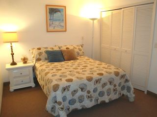 Fort Lauderdale house photo - Seashell-themed fifth bedroom/den has queen bed and plenty of closet space.