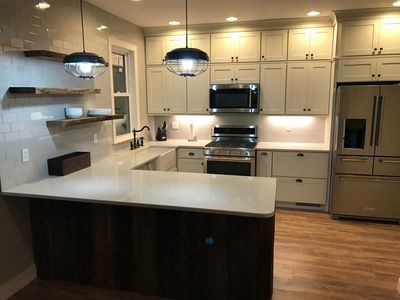 Newly remodeled farmhouse within walking distance to Blue Marsh Lake