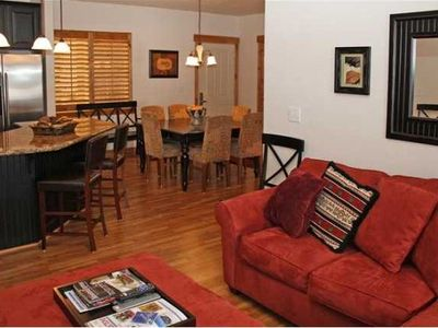 Bear Hollow Village condo rental - Living room with view of kitchen island & dining space