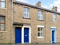 THE LITTLE HOUSE, pet friendly, with a garden in Skipton, Ref 10624