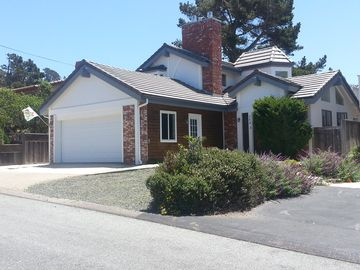 Cambria house rental - The Cottage has a 2 car garage and full size front load washer and dryer