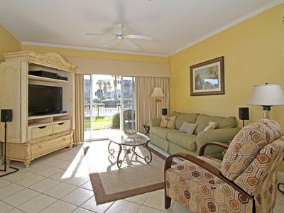 Great Spring Break Rates!  Awesome LOCATION!! Just Steps to Pool/ Beach!