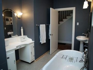 Downstairs WC with dressing vanity, clawfoot bathtub and handheld shower