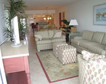 New 47' TV & over 100 DVD movies in Relaxing & Comfortable Tropical Beach Decor.